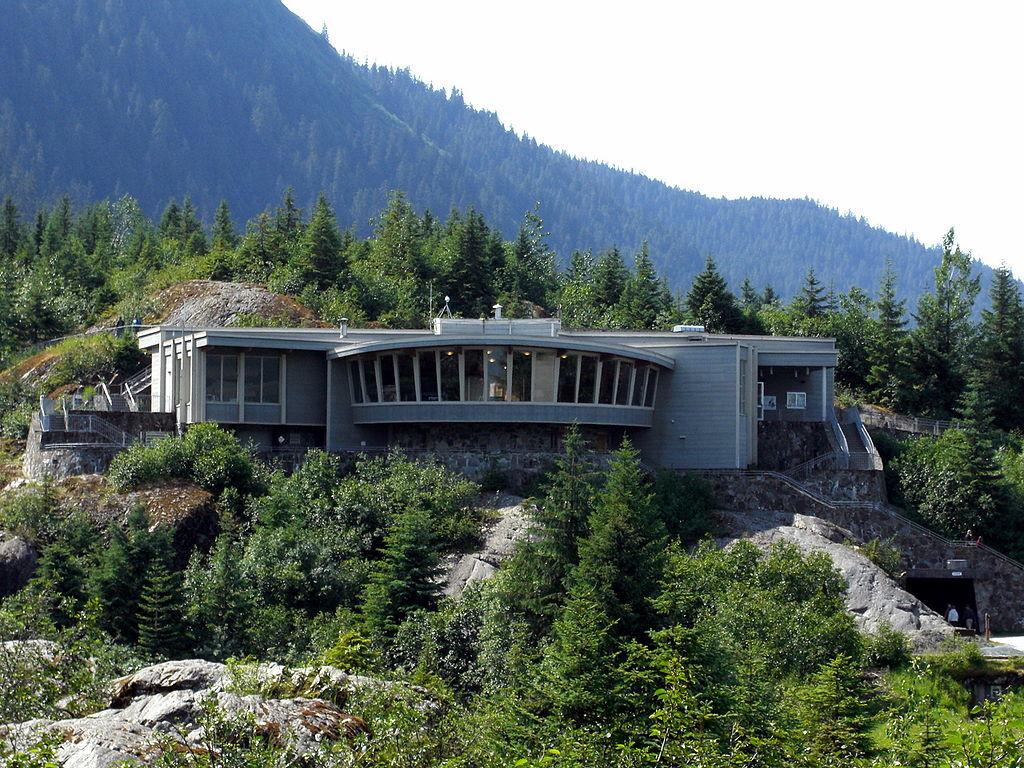 центр для посетителей у ледника Mendenhall Glacier