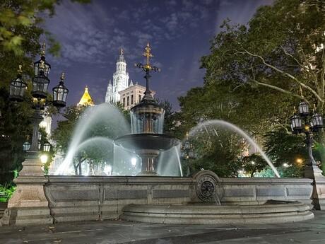New York, City Hall v pozadí