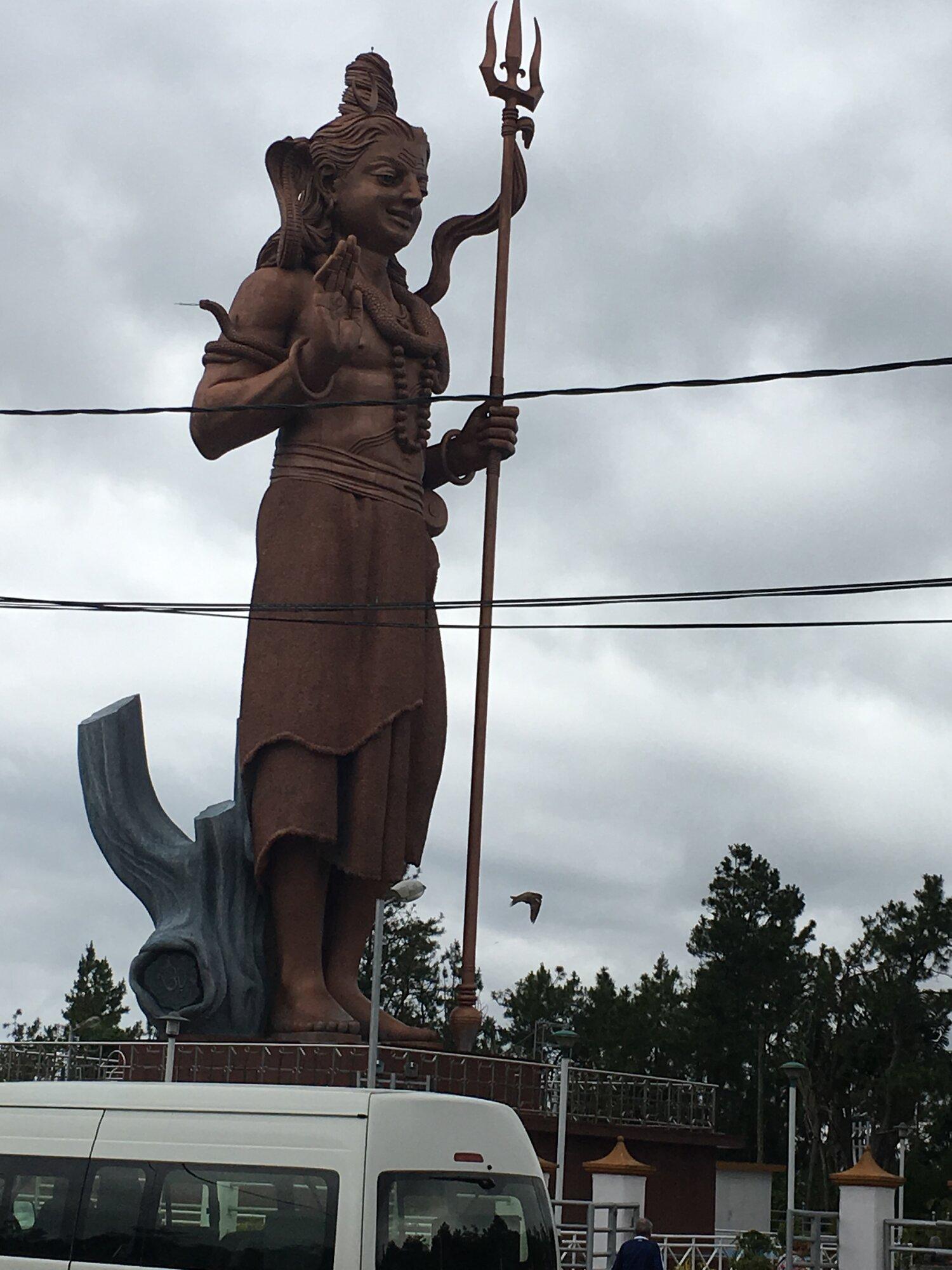 socha u příjezdu