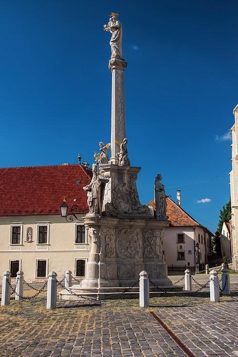 Trnava, sousoší sv. Josefa; (c) Pixabay.com