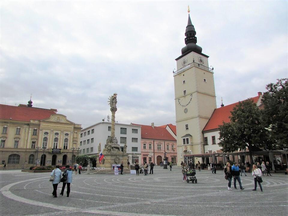 Trnava, Trojiční náměstí; (c) Pixabay.com