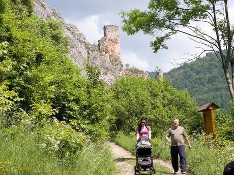 zrúcanina hradu Lednica
