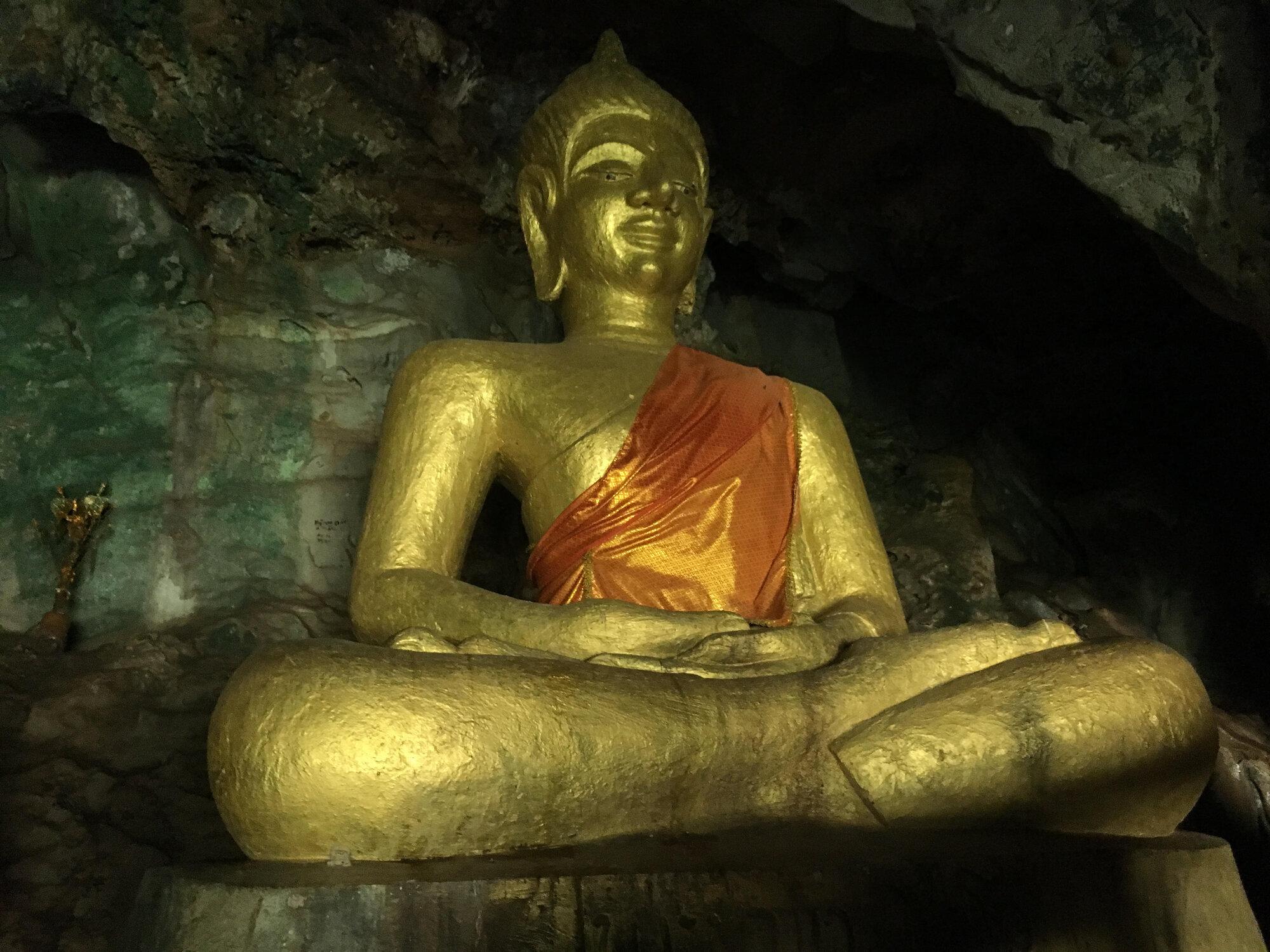 Tham Pha Fa, známá také jako Buddhova jeskyně