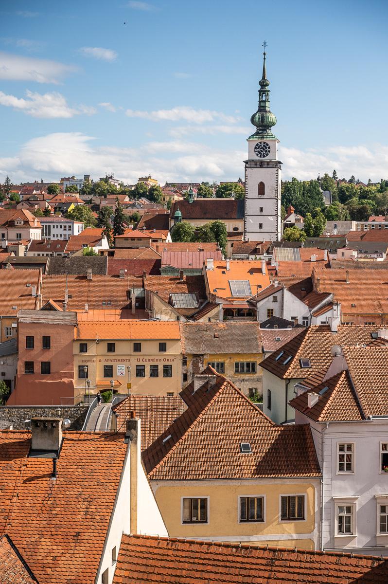 židovská čtvrť a městská věž v pozadí