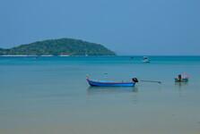 na okolní ostrovy Ko Maak a Koh Kood se dostanete lodí
