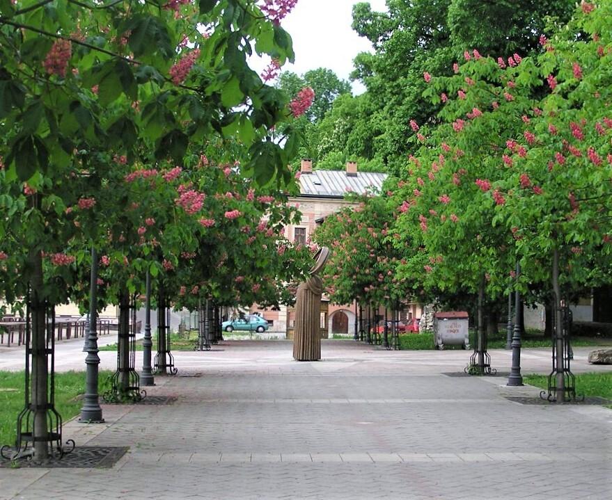 набережная, куда в период социализма была перемещена чумная колонна, Банска-Быстрица; (c) Анна Ноциарова