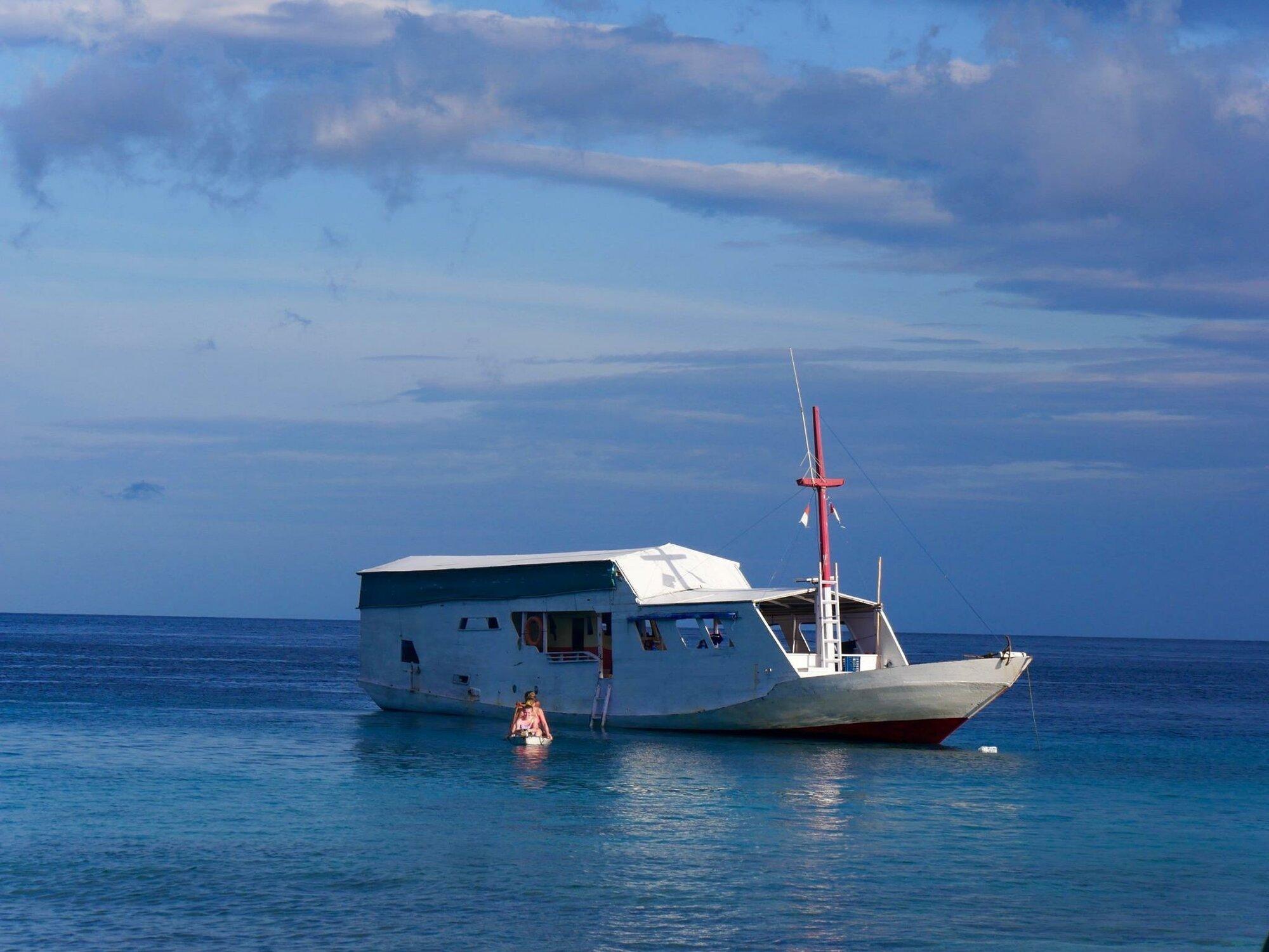 výletní loďka