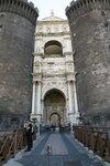 вход в Castel Nuovo