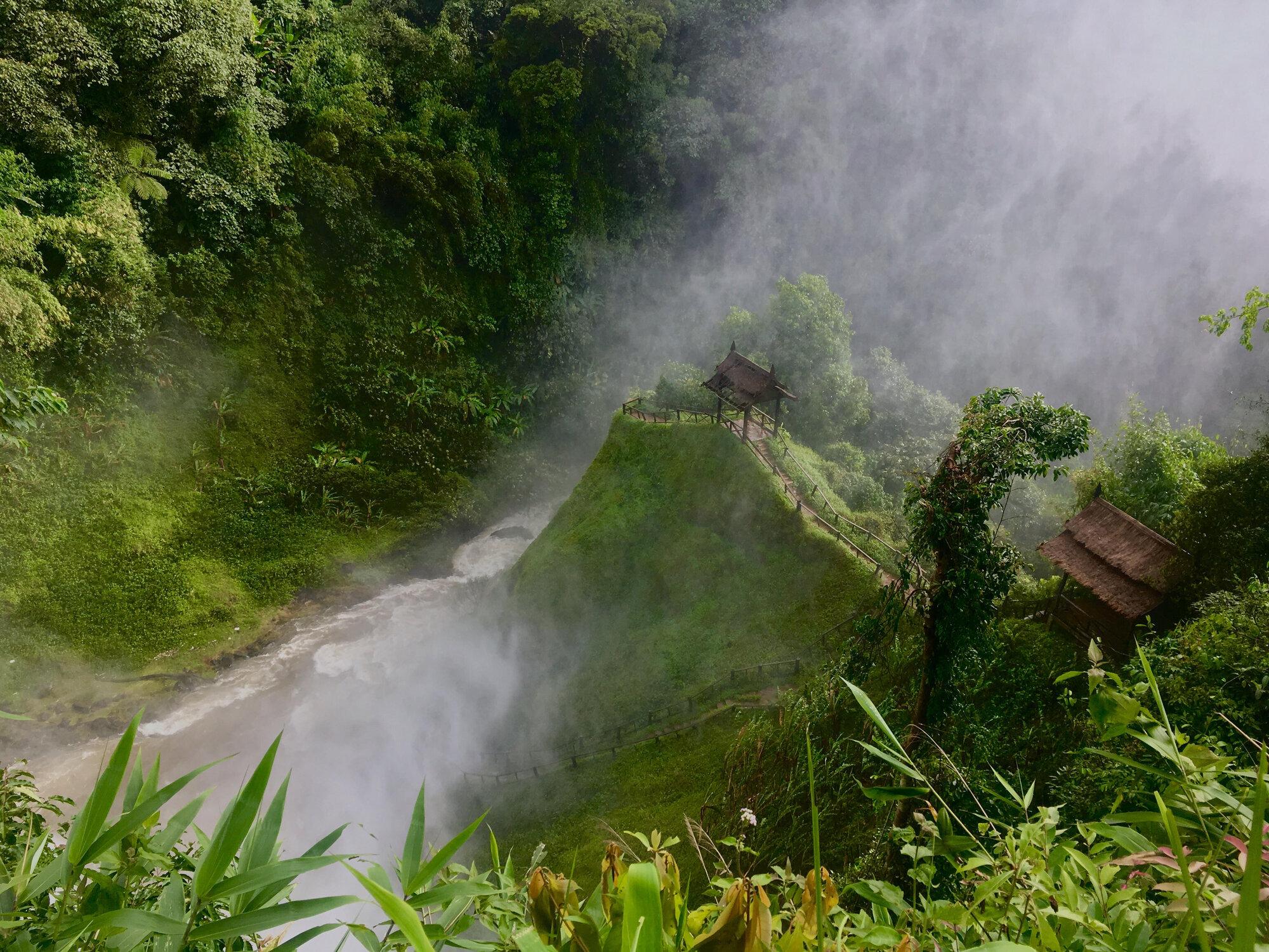 водопад Tad Yuang