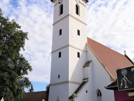 Pezinok; (c) Mgr. Katarína Zelinková