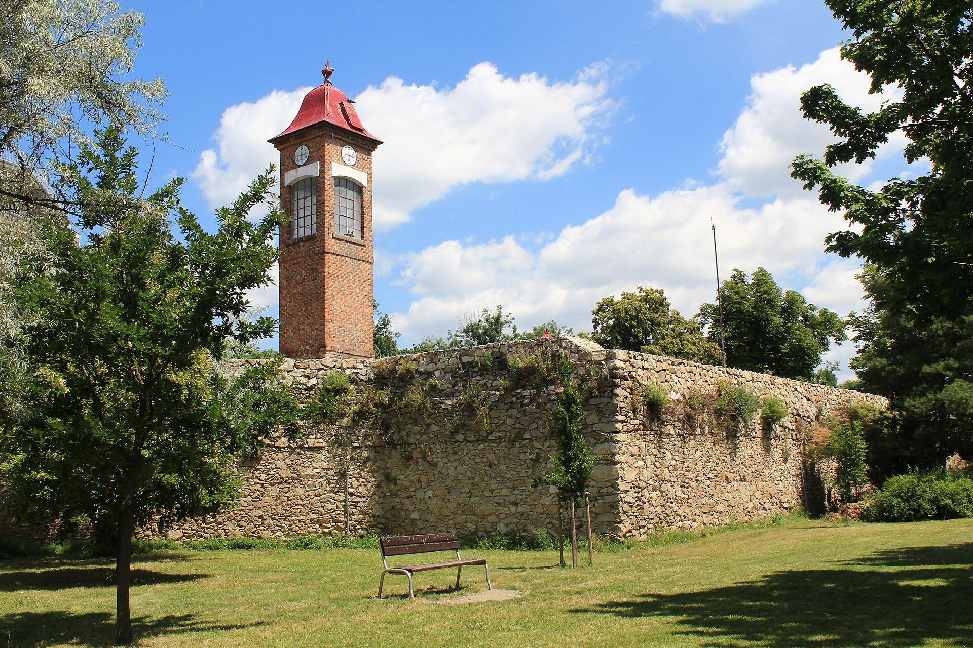 Пезинок, городские стены; (c) wikipedia.org - Lad. Szeghö