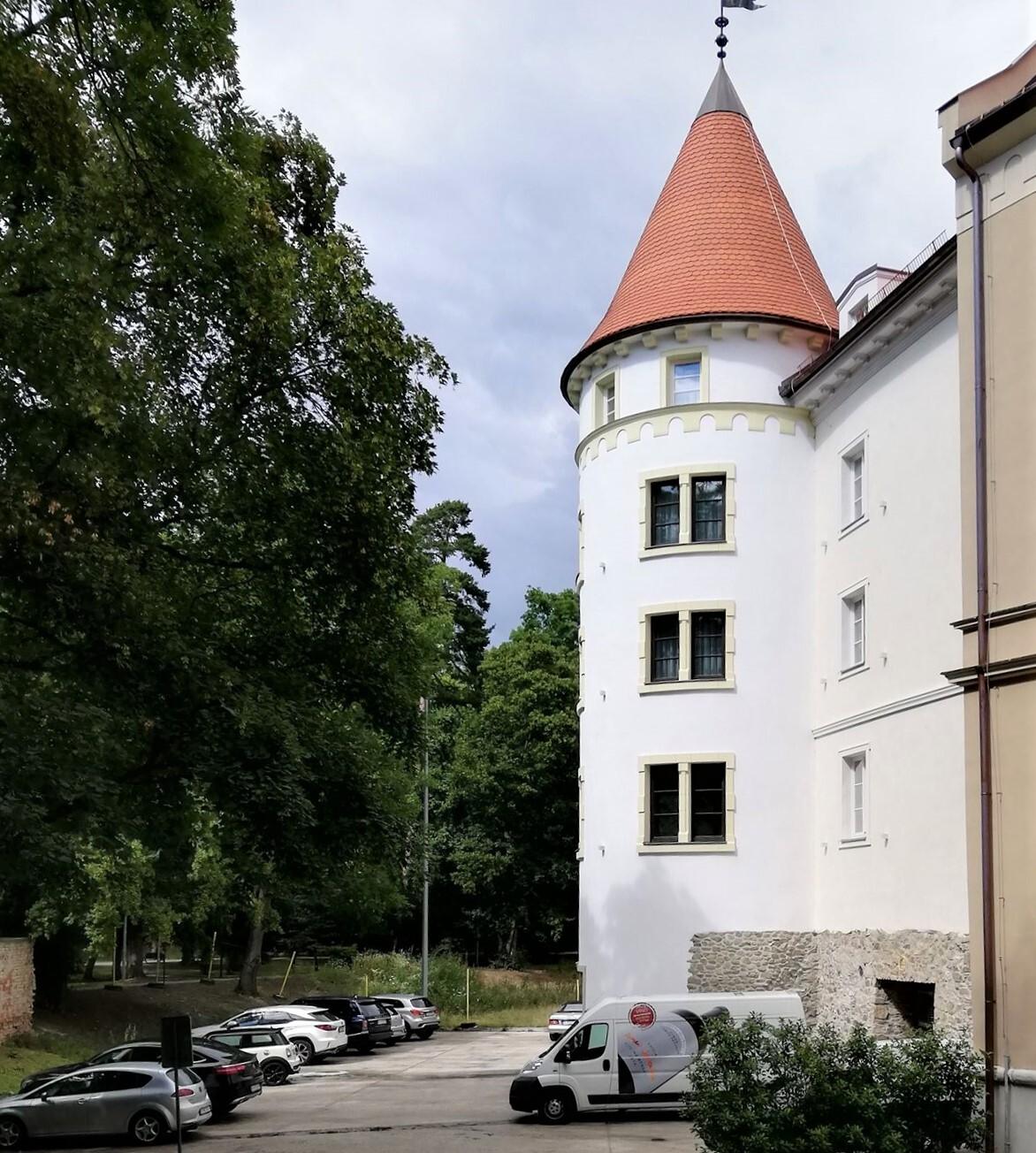 Пезинский замок