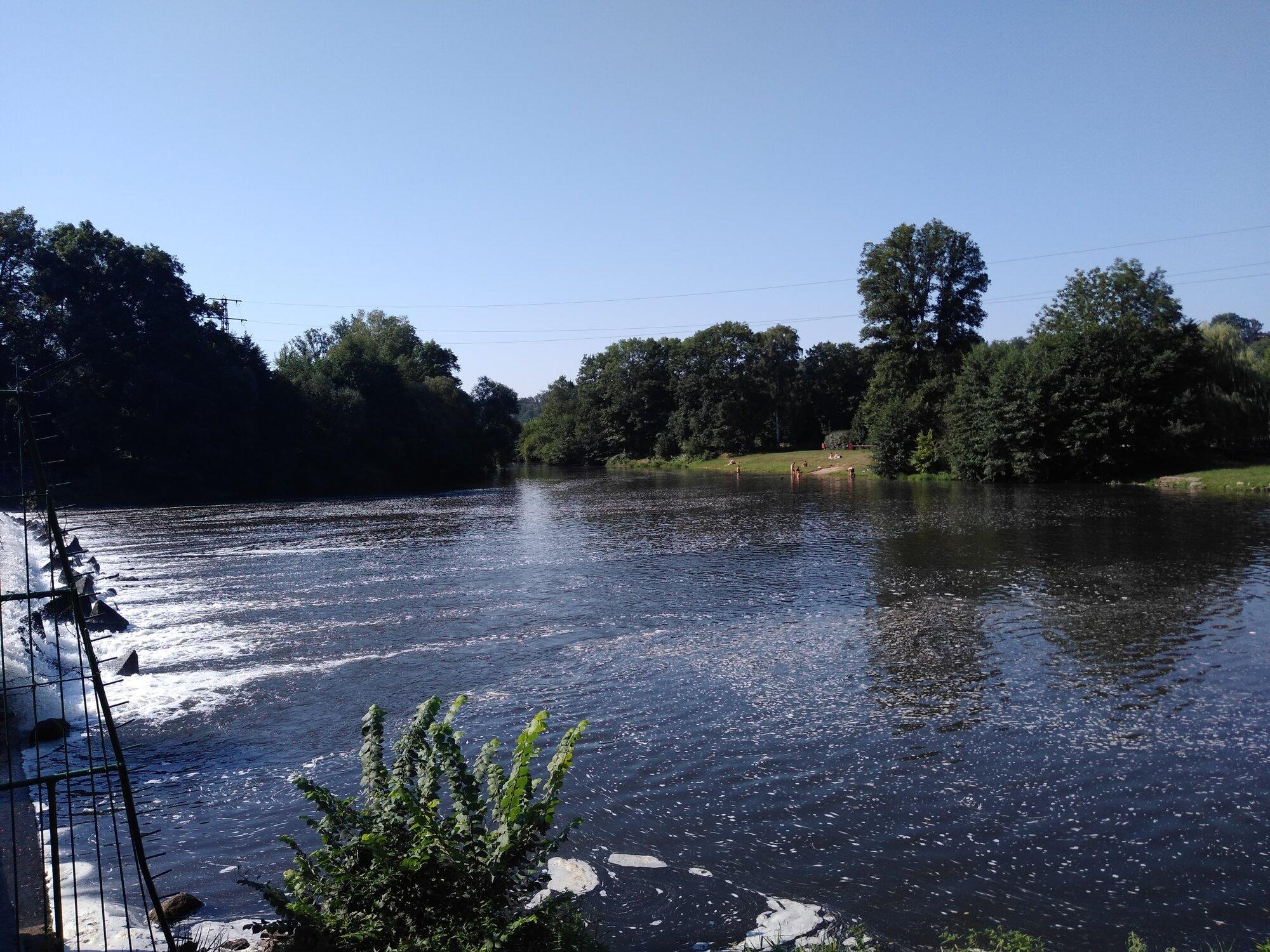 река Йизера и противоположный пляж