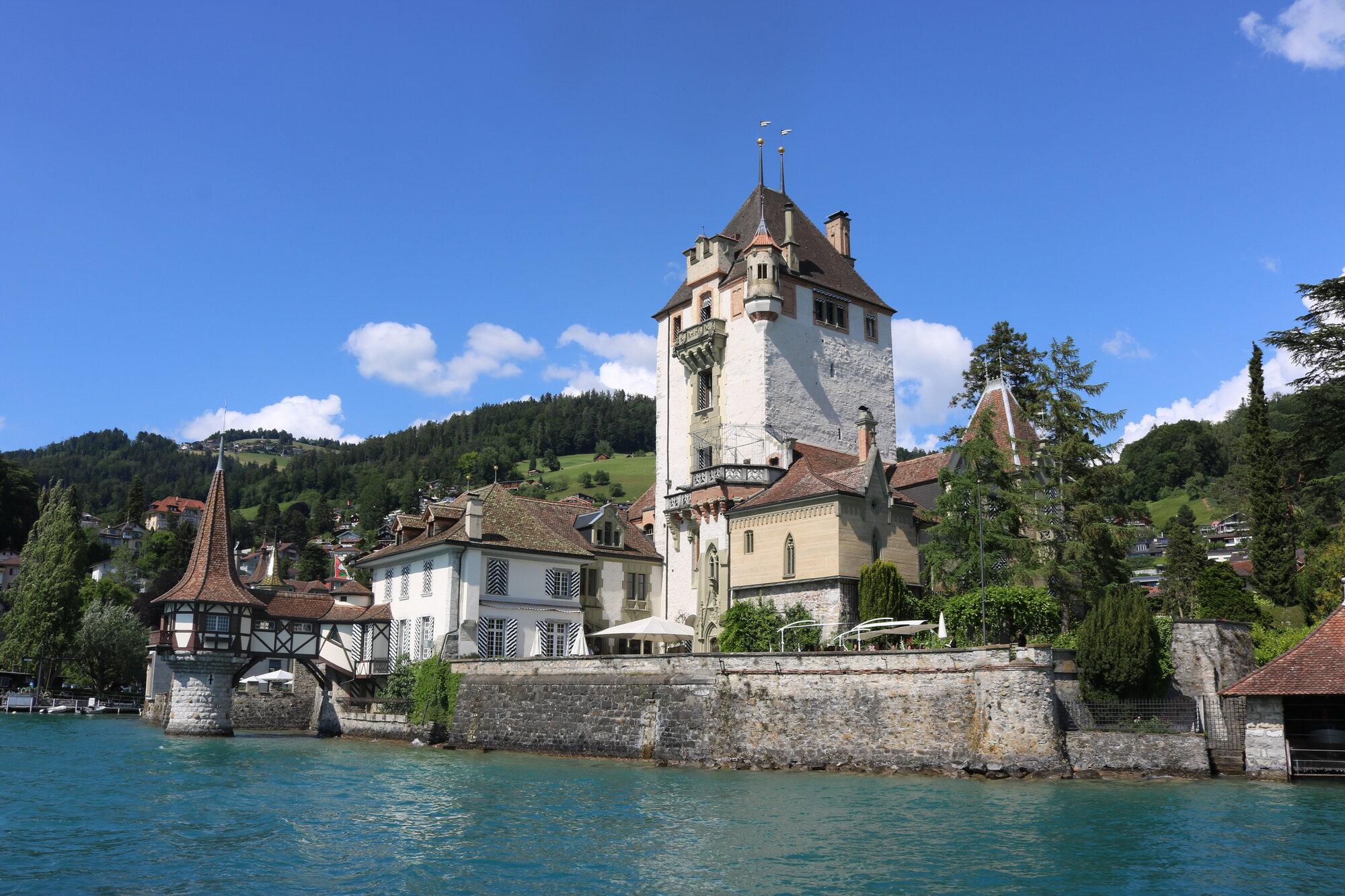 středověký hrad Spiez