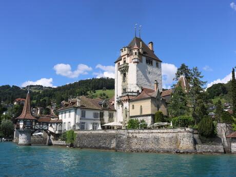 stredoveký hrad Spiez