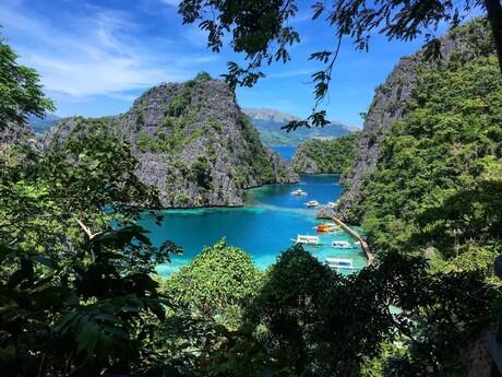 vyhliadka vedúca k jazeru Kayangan
