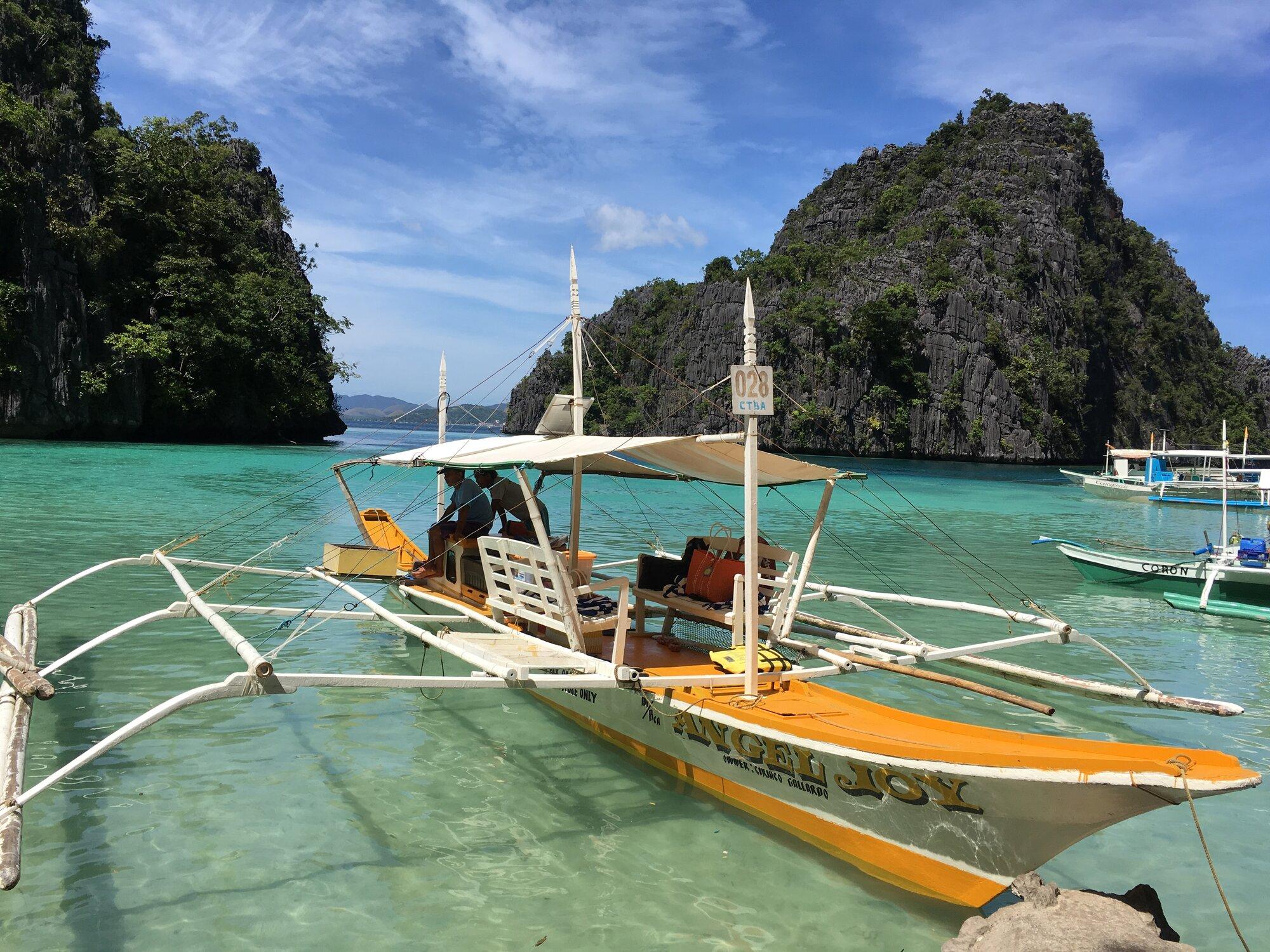 филлипинская лодка-бангка со стабилизаторами