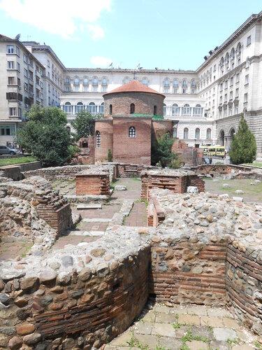 pozostatky rímskych kúpeľov s kostolom sv. Juraja