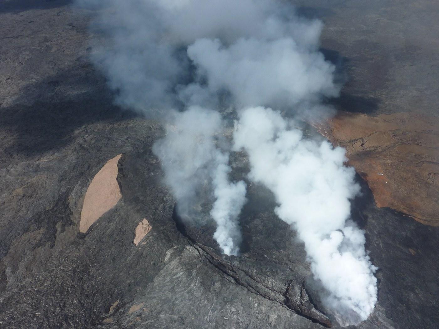 Гавайские острова, кратер действующего вулкана Килауэа