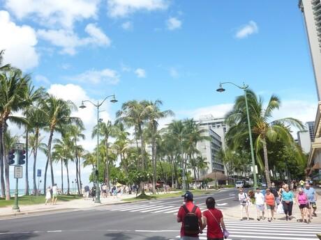 Havajské ostrovy - nábrežie v Honolulu a slávna pláž Waikiki