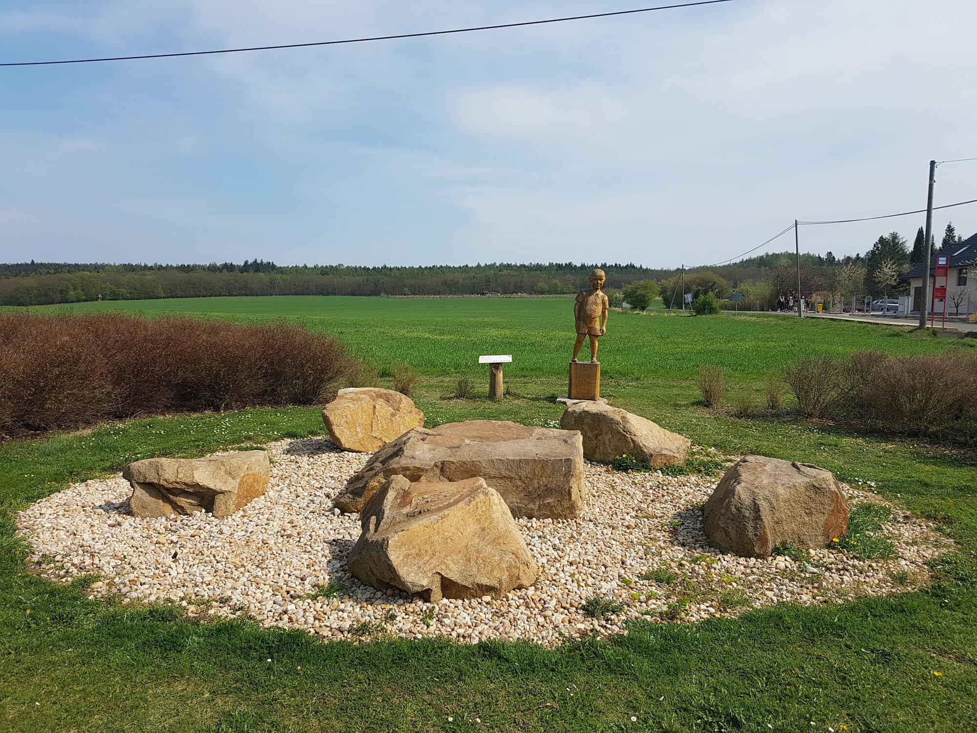 socha Káji Maříka