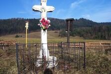 biely kamenný kríž; (c) Wikipedia.org - Jerzy Opioła
