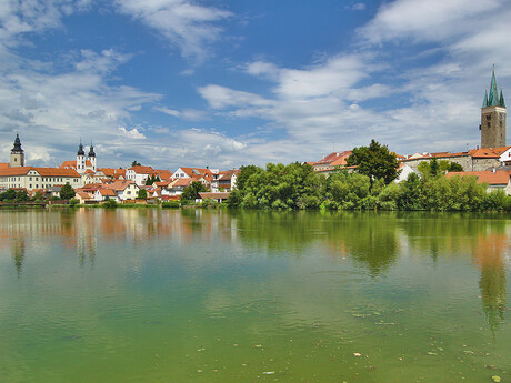 pohľad na mesto cez Ulický rybník