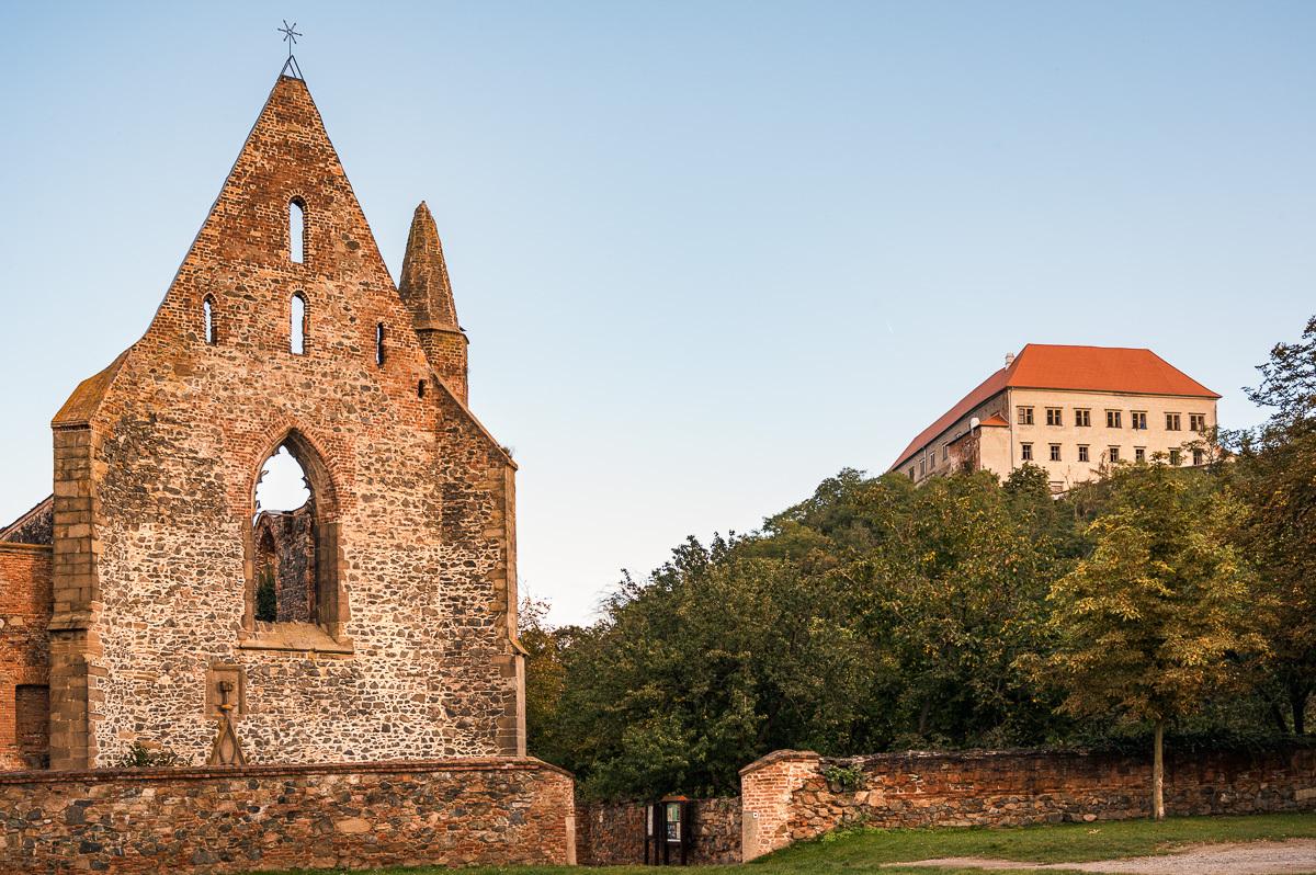 монастырь и замок