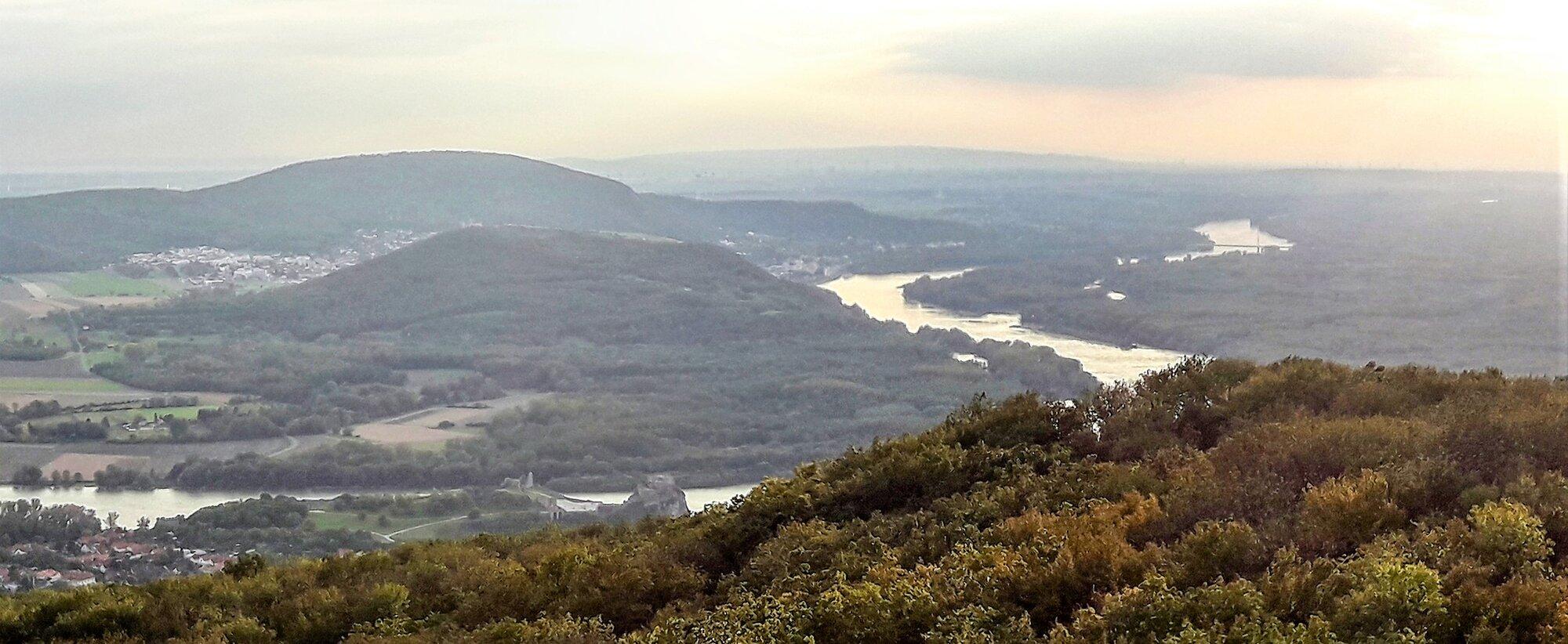 výhled na Děvín a Hainburg