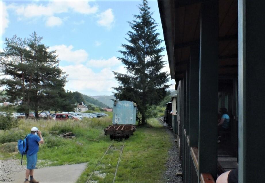 parkoviště a trať Čiernohorské železnice