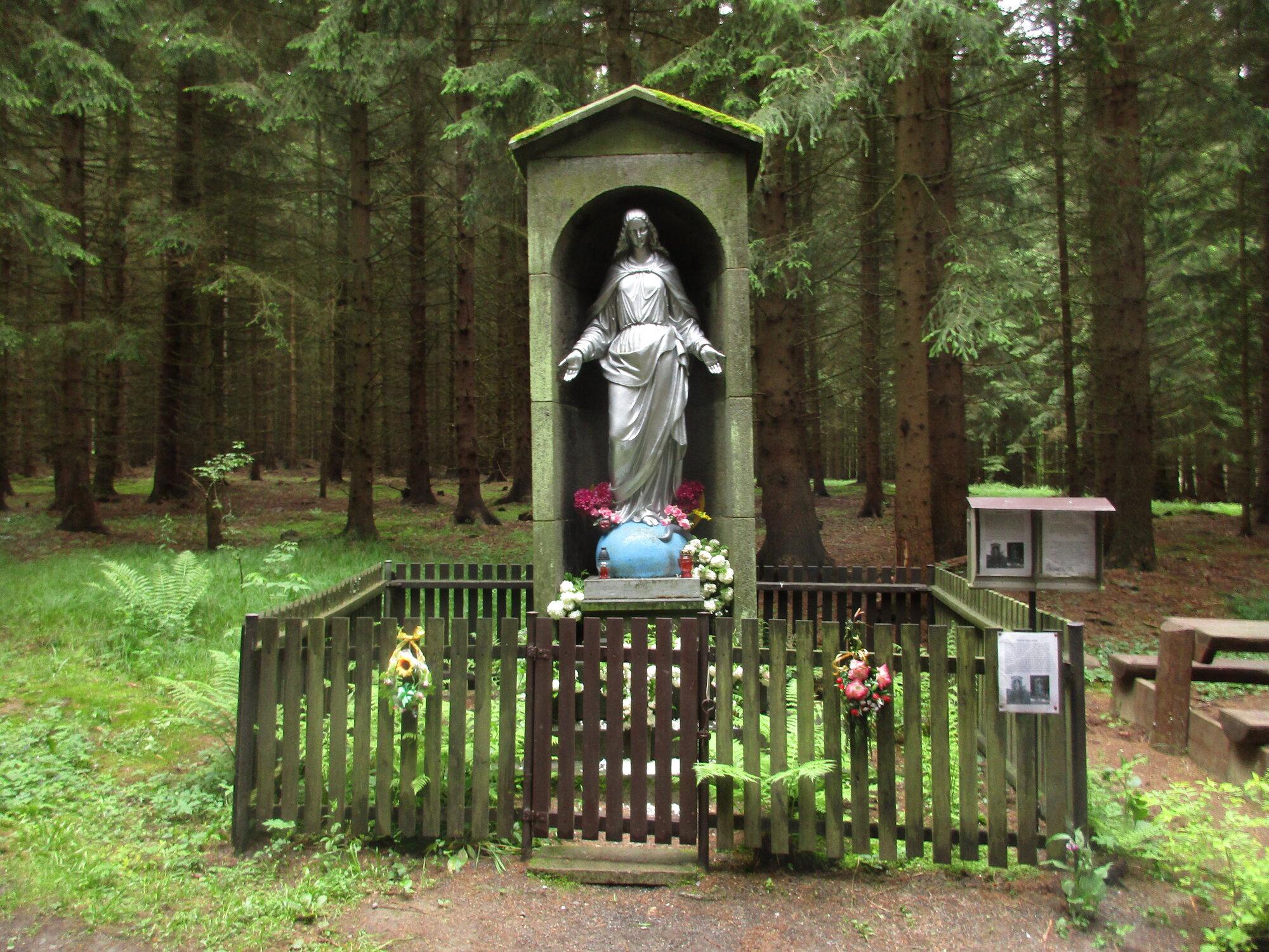 скульптура Девы Марии
