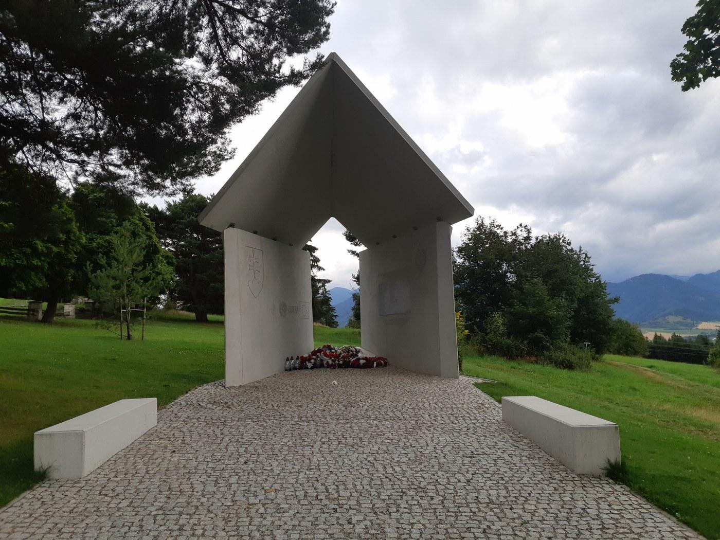 pomník na památku válečným veteránům a profesionálním vojákům