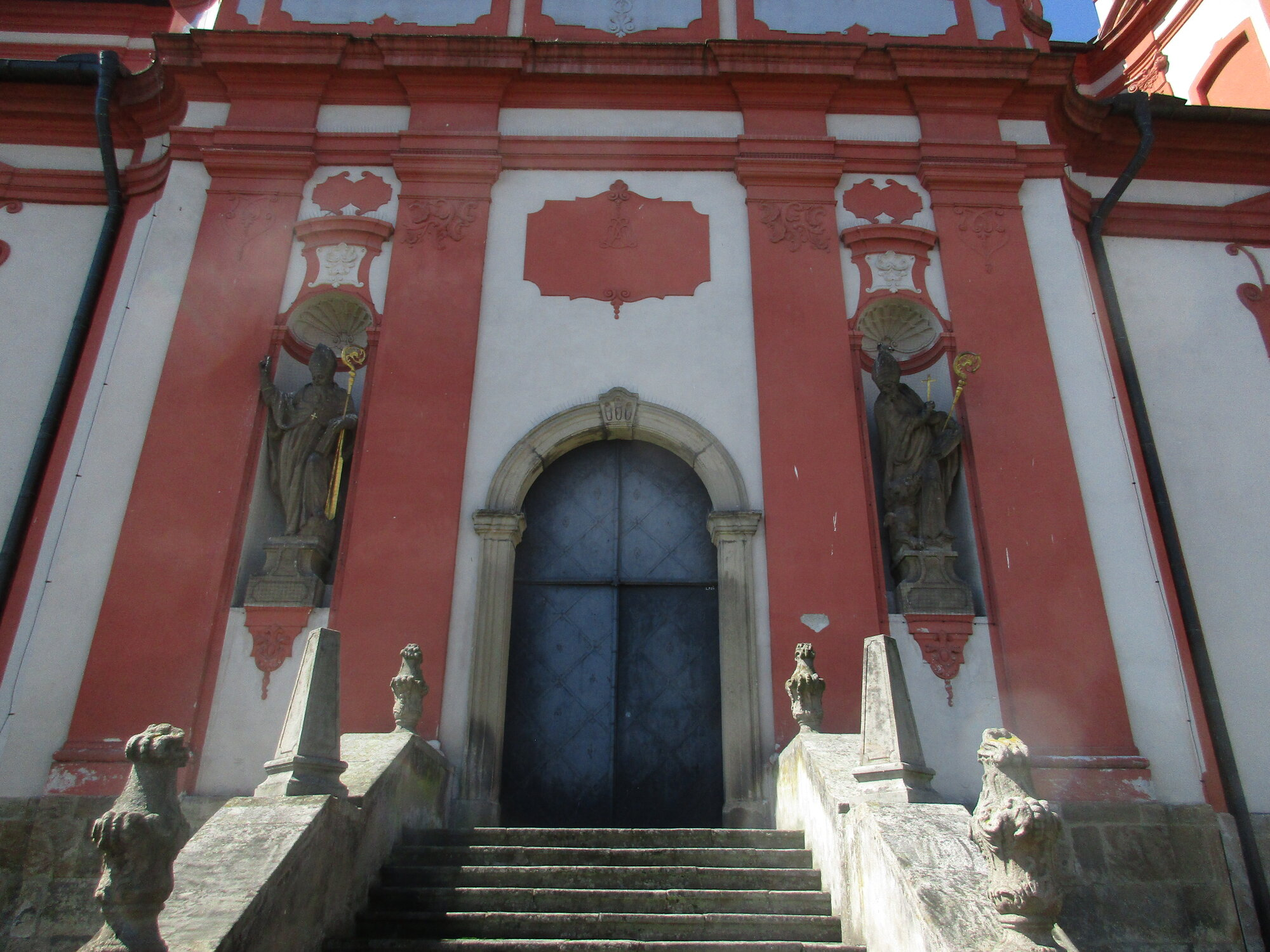 sochařská výzdoba kostela