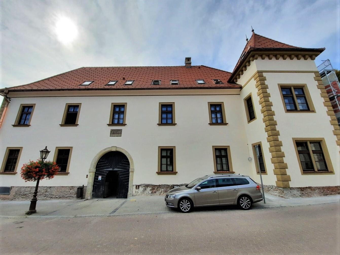 Pálffyovský zámek