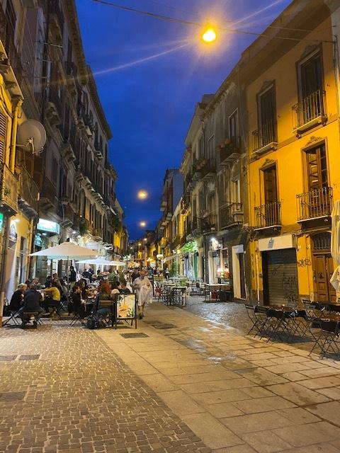 ночные улицы Кальяри