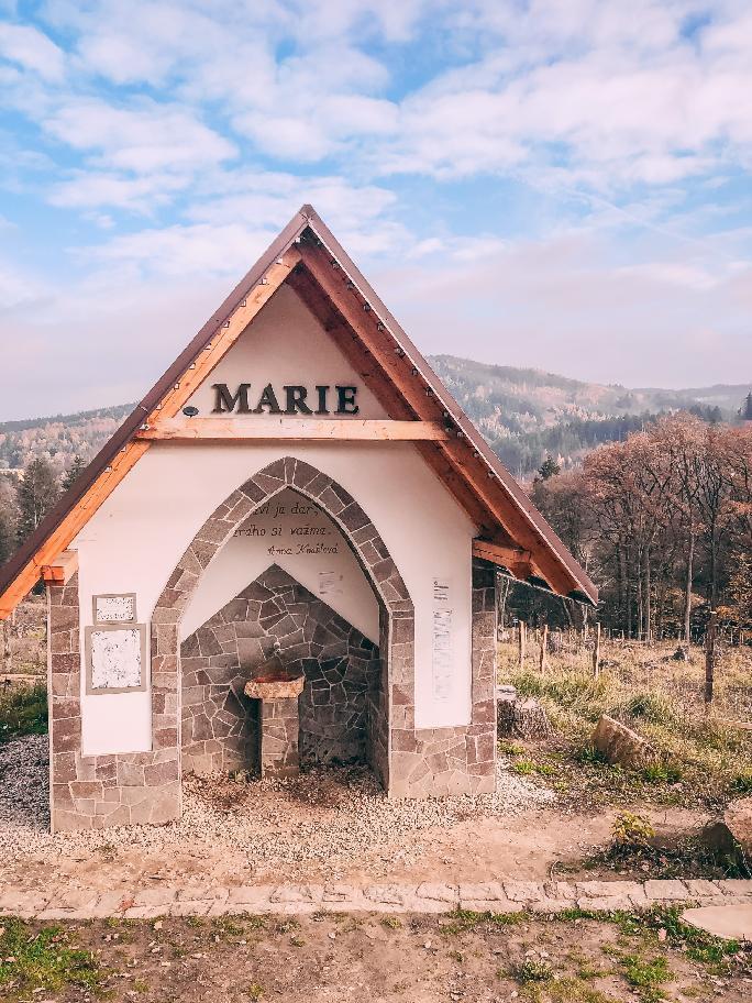 Marie, jeden ze známých pramenů