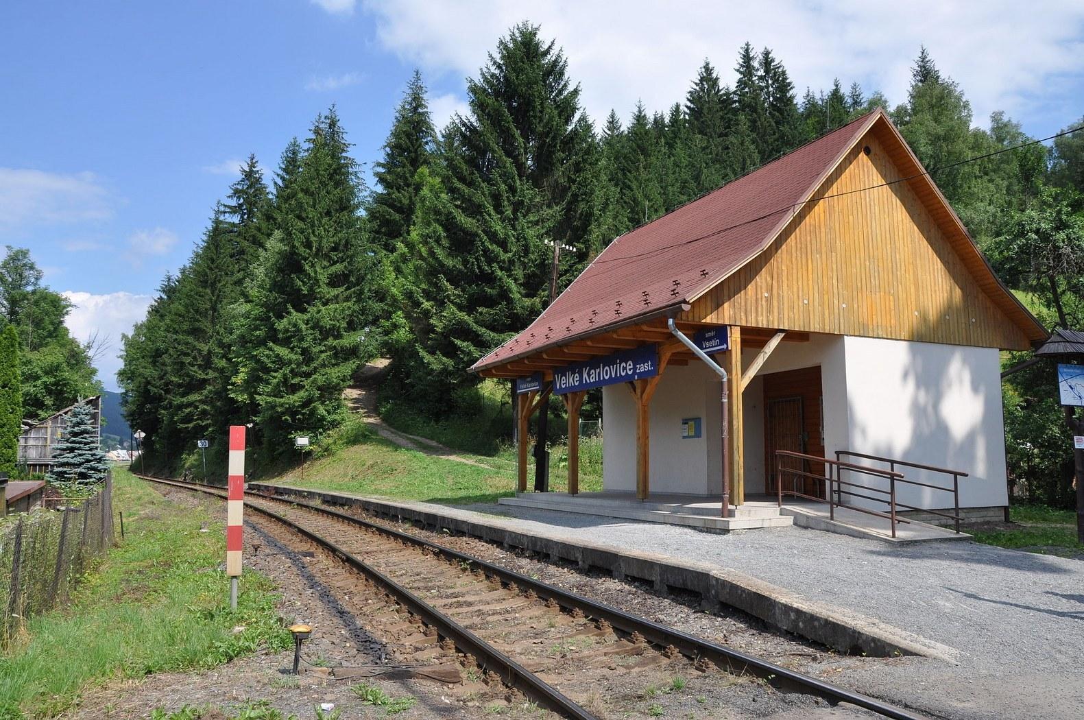железнодорожная станция Вельке-Карловице - остановка, (c) wikipedia.org - Ben Skála, Benfoto