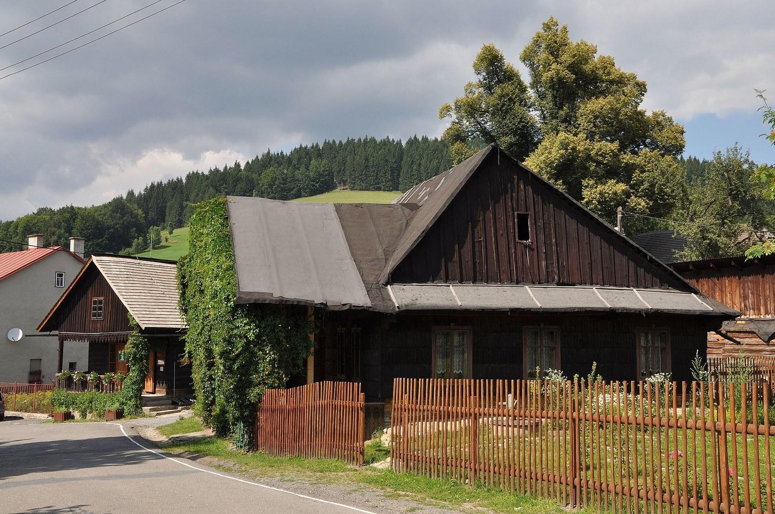 Вельке-Карловице - дома, (c) wikipedia.org - Ben Skála, Benfoto