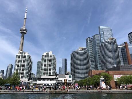 výhľad z loďky cestou na Toronto Islands