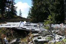trosky havarovaného vojenského letadla
