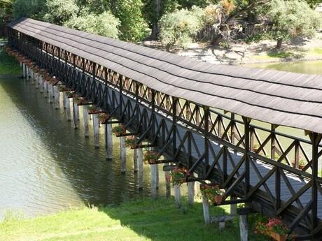 celodrevený most v Kolárove