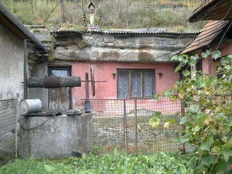 Brhlovce - skalné obydlia