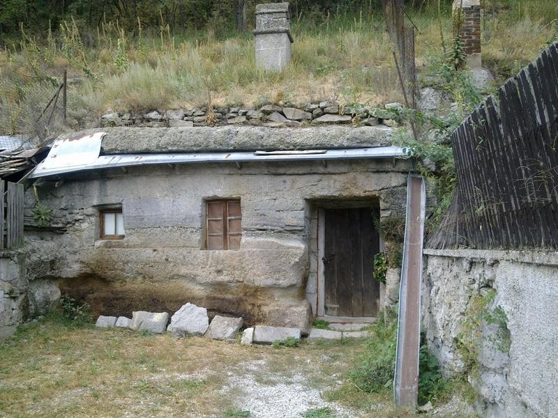 Brhlovce – skalní obydlí