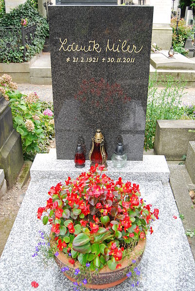 могила на Вышеградском кладбище в Праге