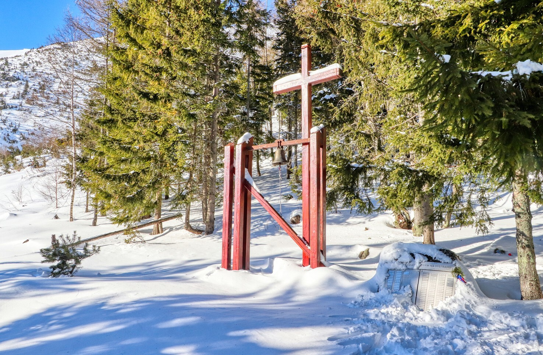 Žiarska chata – hřbitov, zvonice