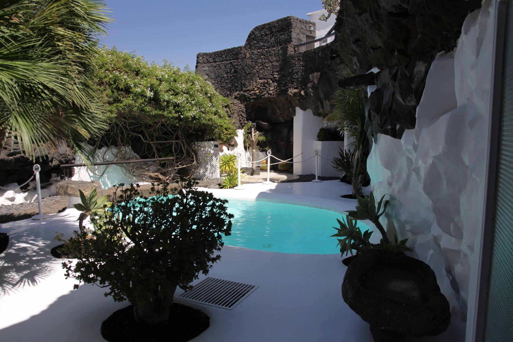 bazén v domě Manriqua