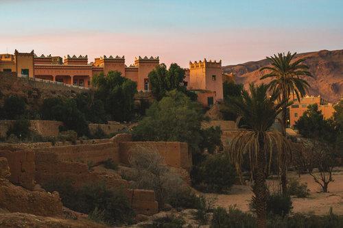 berberská stavení při západu slunce