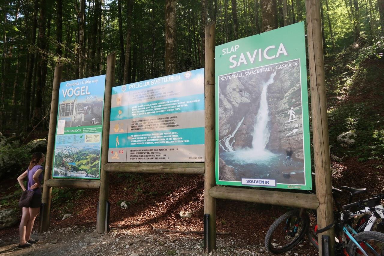informační tabule (na Vogel a k vodopádu Savica)