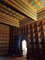 dřevěné obložení gotického zdiva