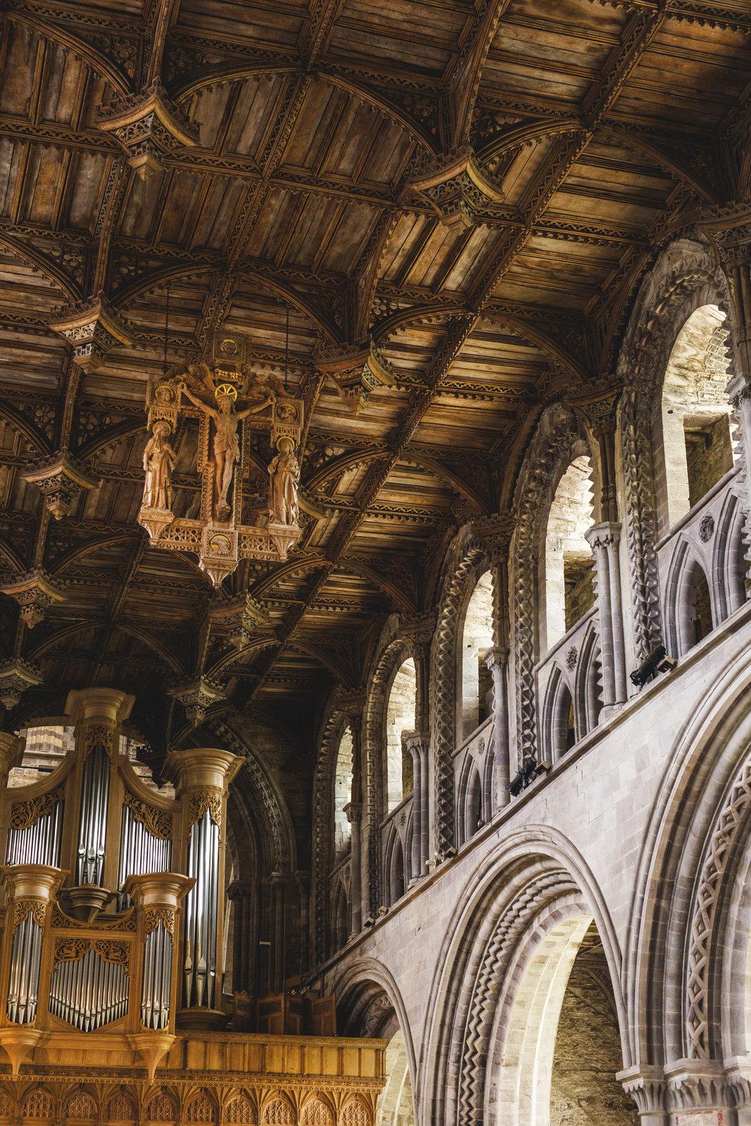 dřevěné stropy katedrály
